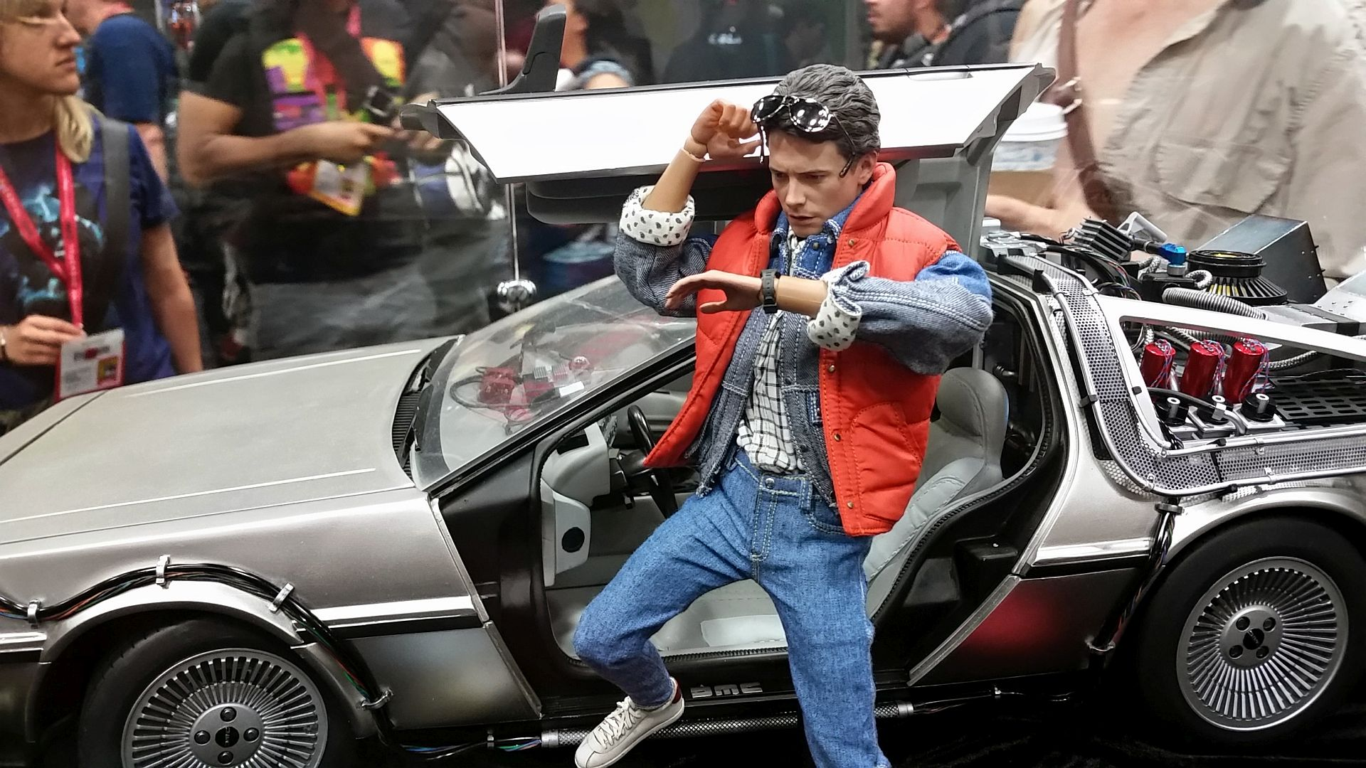 Hot-Toys-Back-to-the-Future.jpg