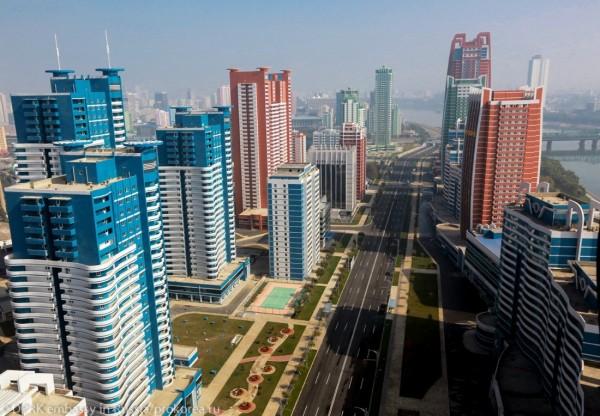 КНДР Пхеньян 2015 год улица Мирэ.jpg