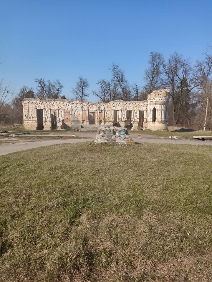 На переднем плане - место, где располагалось капище Чернобога