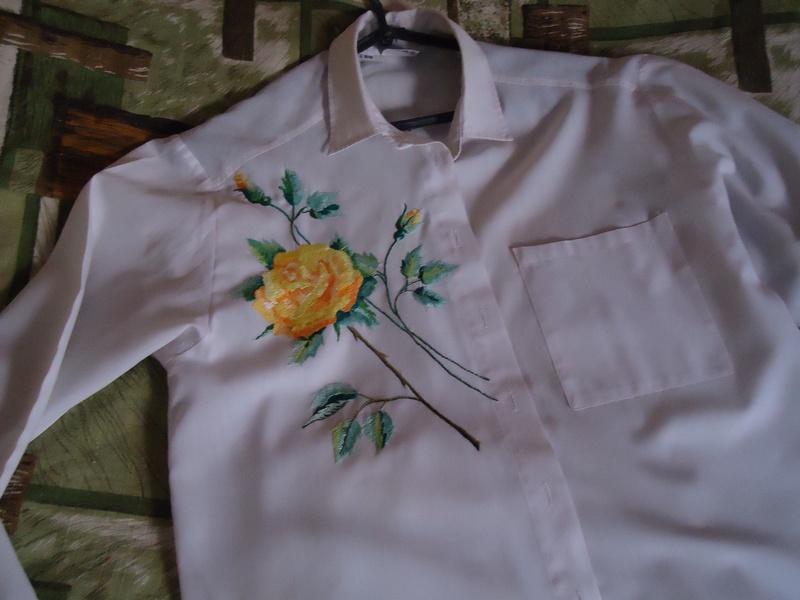 Рубашка для дочери, с вышитыми розами., вышивка гладью, розы
