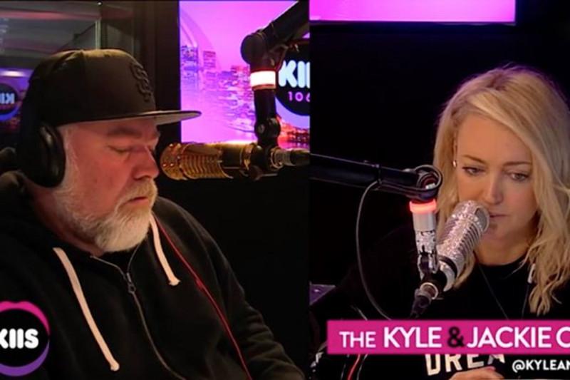 Фото: World News (ведущие на радио, слушают рассказ Алекса)
