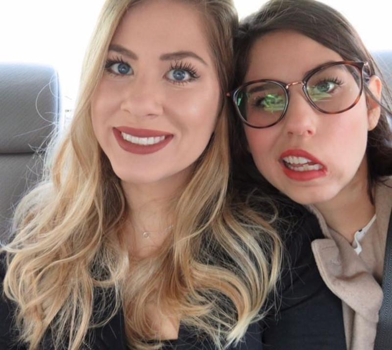 Фото: yahoo.com / Джулия и её сестра-близнец София /