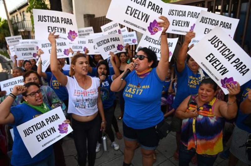 Фото: AFP /Активисты, которые поддерживали Эрнандес /