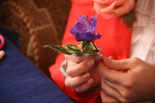 изготовление цветов из
