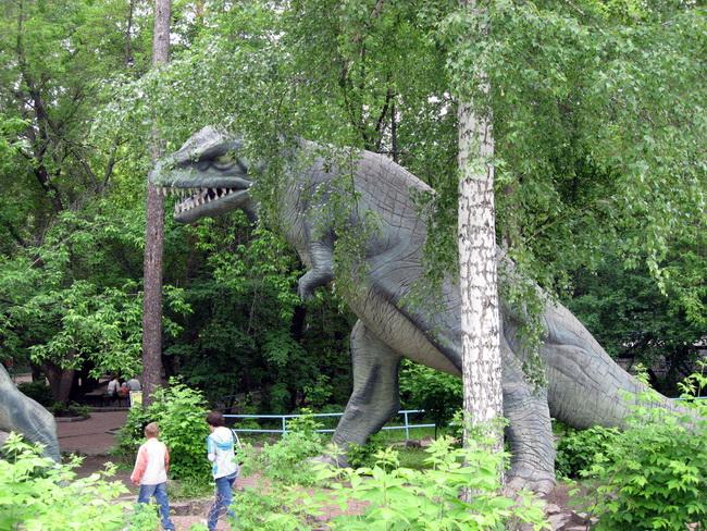Динозавр пугающий