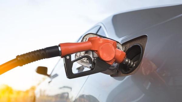 Кто поднимает цены на бензин?