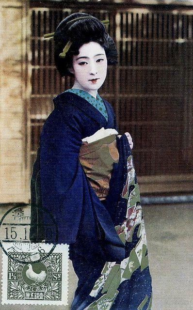 fceecf0888f66f08ac5fc128833e6540--blue-kimono-yukata-kimono.jpg