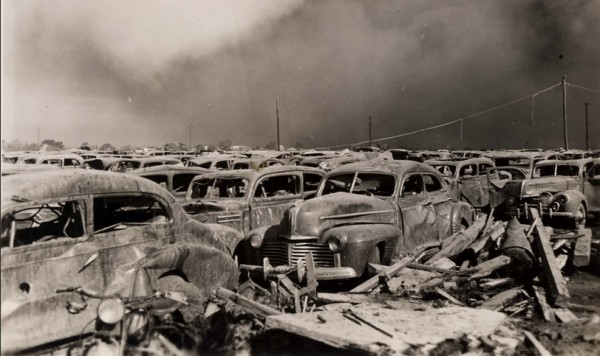 Парковка близ порта в Техас-сити после взрыва