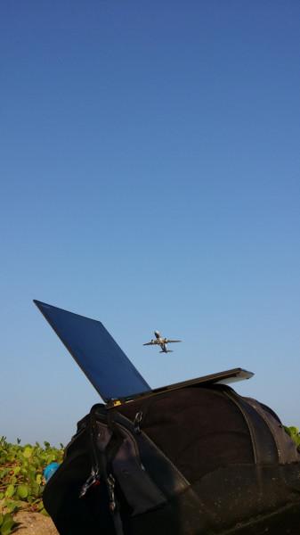 Моё рабочее место - на пляже Най Янг близ аэропорта, самолёты взлетают прямо над головой