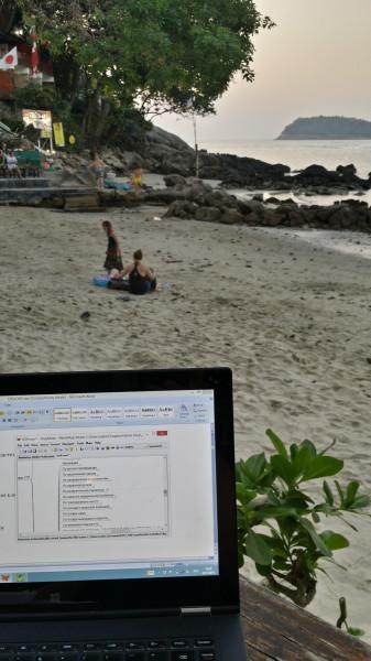 Моё рабочее место - в пляжном кафе на берегу Андаманского моря