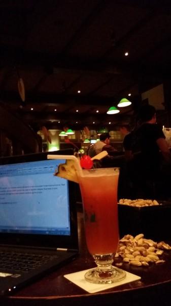 Моё рабочее место - Long bar в Raffles Hotel, родина коктейля Сингапурский Слинг