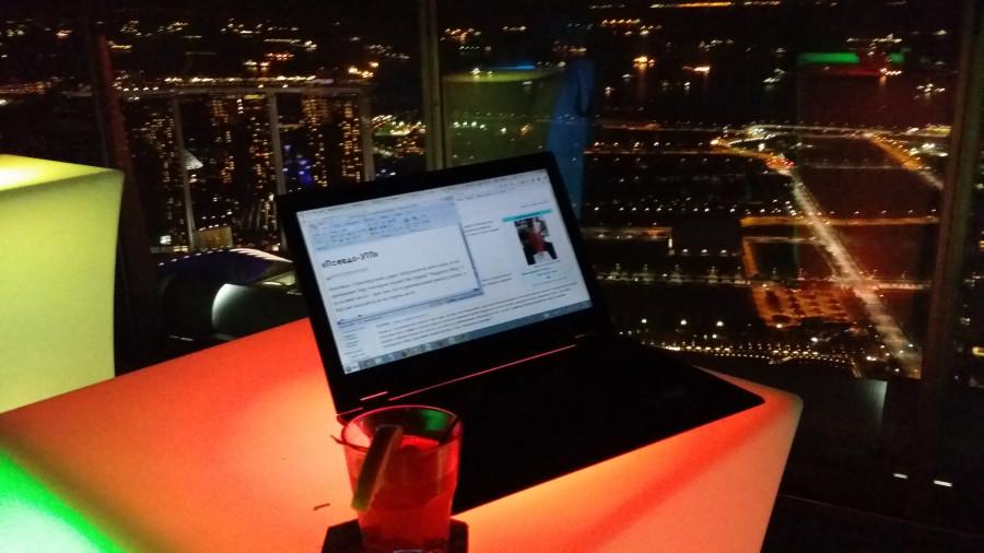 Моё рабочее место - бар 1-Altitude на крыше самого высокого здания в Сингапуре