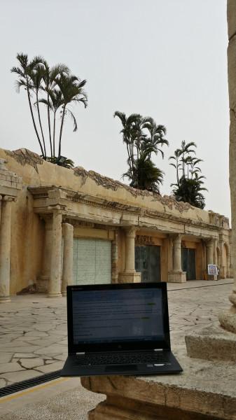 Моё рабочее место - поддельные римские развалины в Fishermans Wharf в Макао