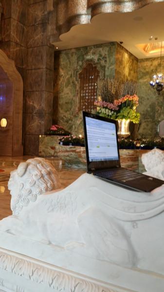 Моё рабочее место - вестибюль MGM Hotel в Макао