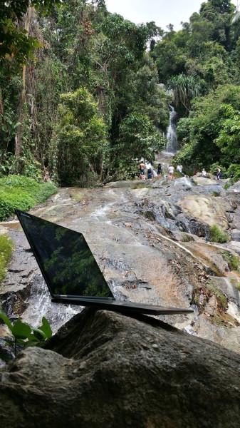 Моё рабочее место - подножие водопада Намуанг в джунглях острова Самуи