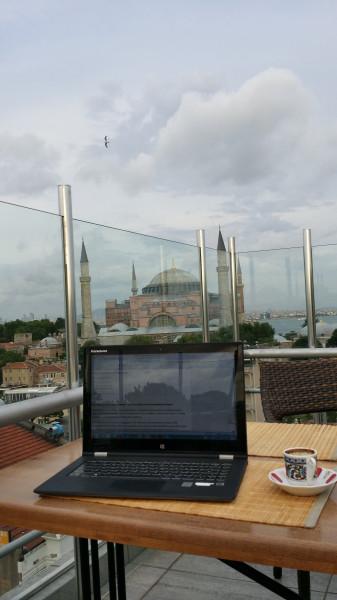 Моё рабочее место - кафе на крыше с видом на Айя Софию