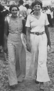 АЭ с британской летчицей Эми Джонсон (слева), август 1933