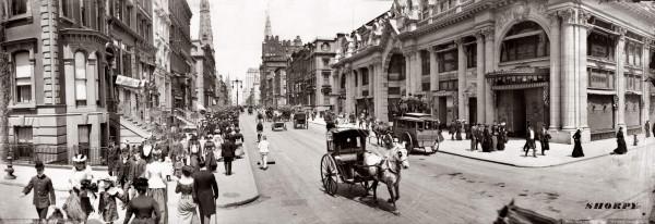 1902 год - вид на север вдоль 5-й Авеню от 46-й Стрит. Справа - комплекс дорогих магазинов Windsor Arcade построенный в 1901 и разобранный в 1921
