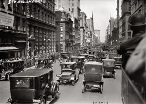 Пасха 1913 года - вид на север вдоль 5-й Авеню