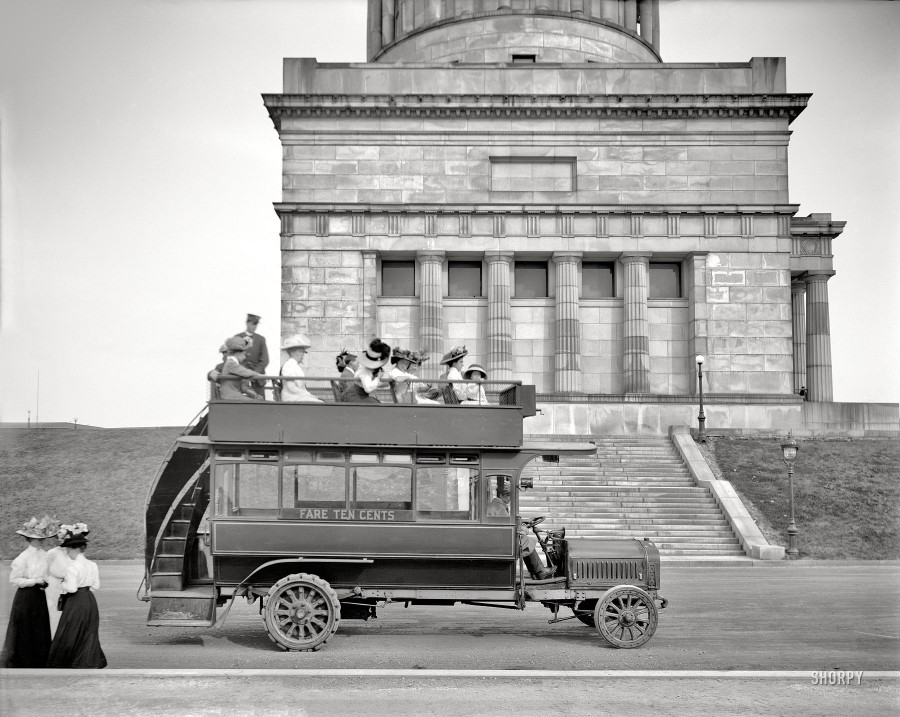 New York circa 1911. Grant's Tomb. Riverside Drive