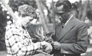 Honolulu Sheriff Duke Kahanamoku shares a pineapple with Amelia Earhart, January 2, 1935 at the Royal Hawaiian Hotel