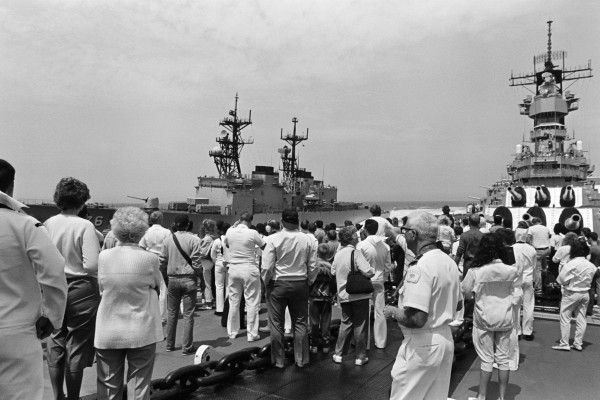 Guests attending the Dependents Day Cruise aboard the battleship USS MISSOURI (BB 63) observe as the destroyer USS MERRILL (DD 976) demonstrates its manuevering ability, 08-24-1988