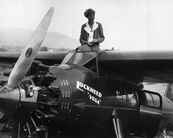 Amelia Earhart prepares for National Women's Air Derby at Long Beach
