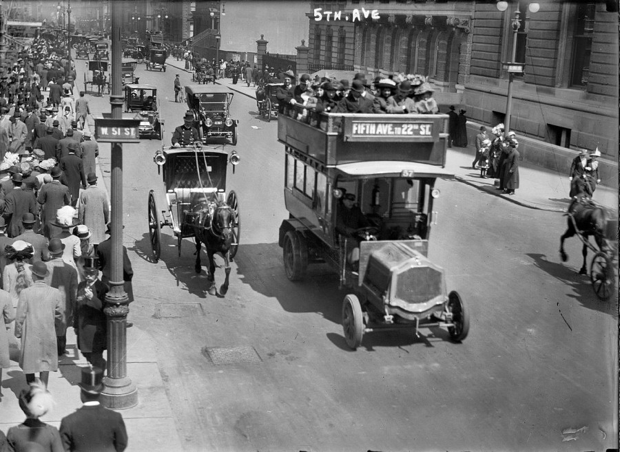 Fifth Avenue at 51st Street in New York circa 1913