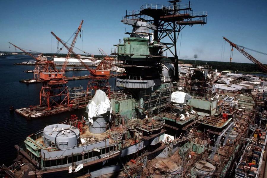 USS Iowa (BB-61) на верфи Ingalls Shipyard во время модернизации, октябрь 1983 г.