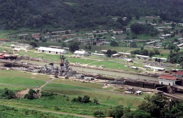 USS Iowa (BB-61) - Panama Canal, Aug 6 1984