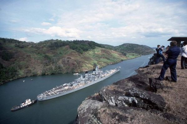Navy photographers and cameramen film the USS Iowa (BB-61) from Contractor's Ridge as the ship passes through the Gaillard Cut during a 12-hour transit of the Panama Canal, 24 Feb 1986