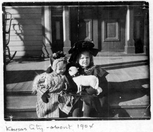 Amelia Earhart as a child, with sister Muriel, ca. 1904