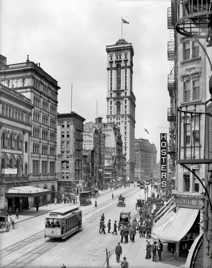 111 - New York circa 1905. Broadway and Times Building (1 Times Square)
