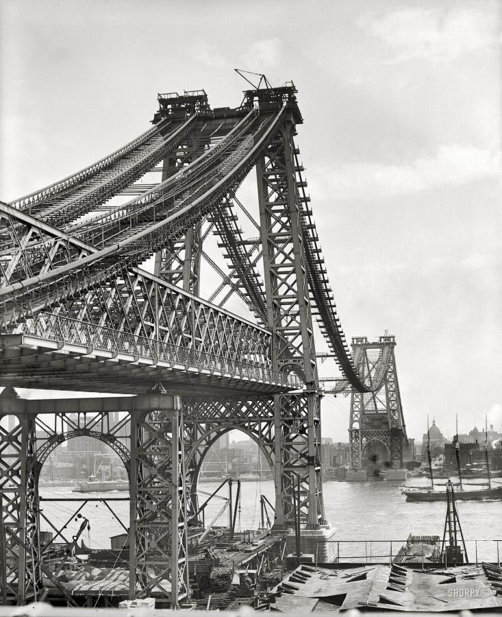 11111 - New York circa 1902. New East River bridge from Brooklyn. The Williamsburg Bridge under construction
