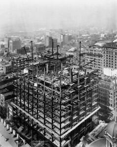 Идет строительство Woolworth Building - стальной каркас растет, 2 февраля 1912 года