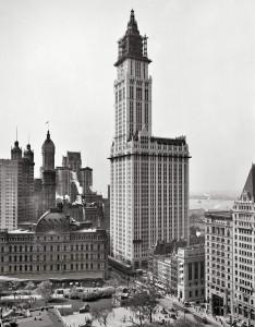 1913 год - завершение строительства Woolworth Building