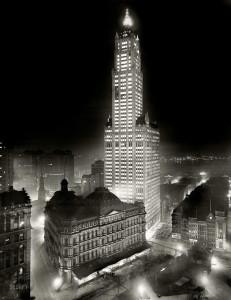 Ночной снимок Woolworth Building, 1913 год. Эрцгерцог Фердинанд еще жив (как и многие другие!), до Великой Войны остается еще год