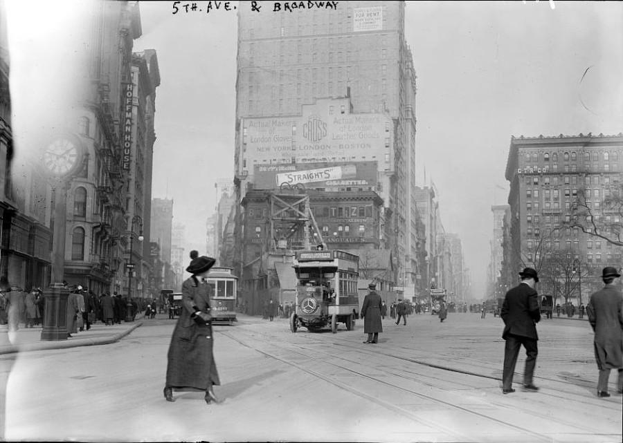 Перекресток 5ой Авеню и Бродвея в первой половине 10х годов прошлого века