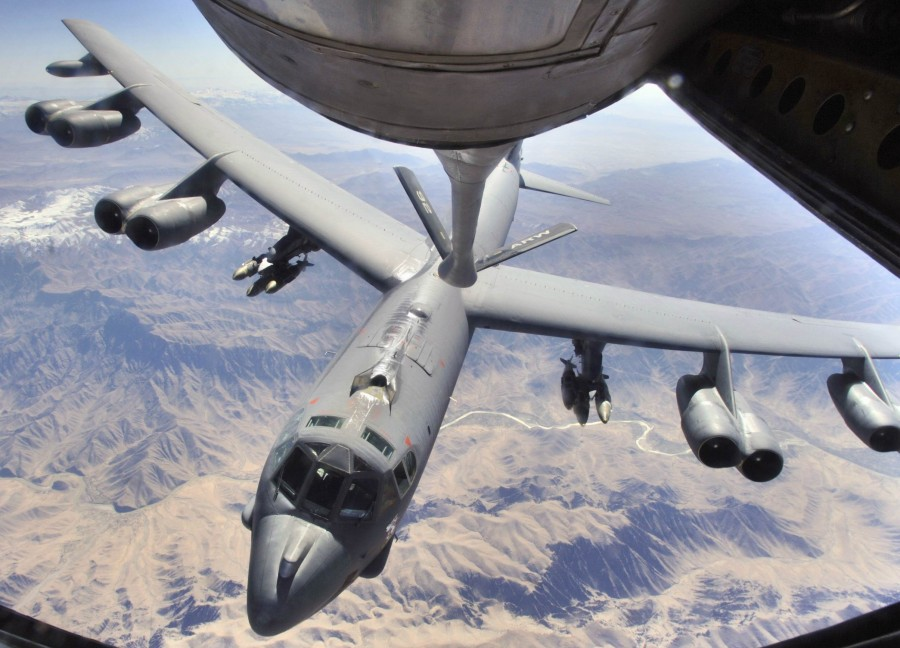 B-52H_prepares_to_refuel_over_Afghanistan
