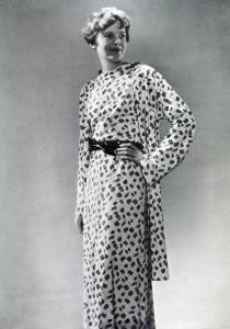 АЭ рекламирует практичную одежду для деловых женщин - модную линию собственной разработки. 1934 год.
