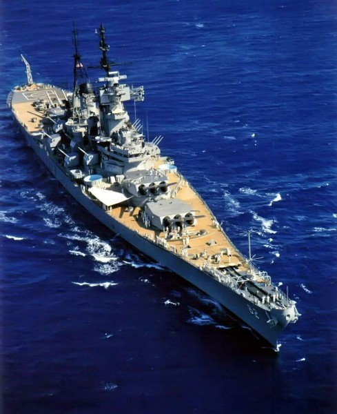 USS New Jersey (BB-62) near Oahu, Sept 9 1968