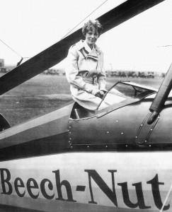 1931 г. - Амелия Эрхарт в кабине автожира РСА-2