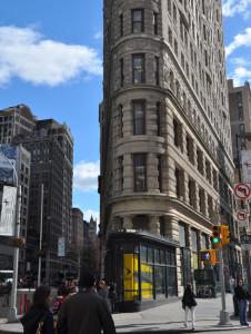 Тот же угол Flatiron Building - современный вид