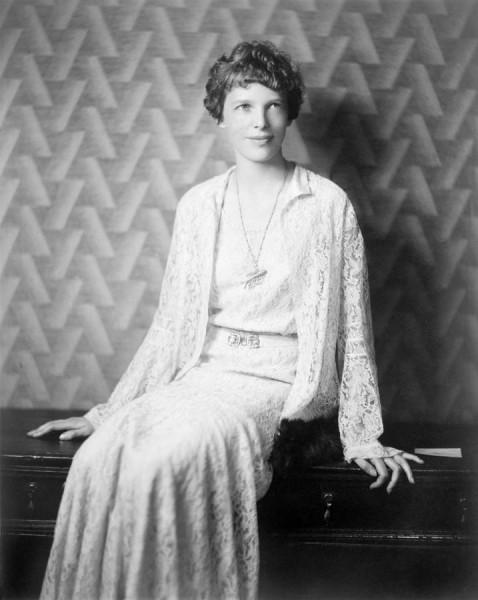 Amelia-Earhart-Portrait-1932