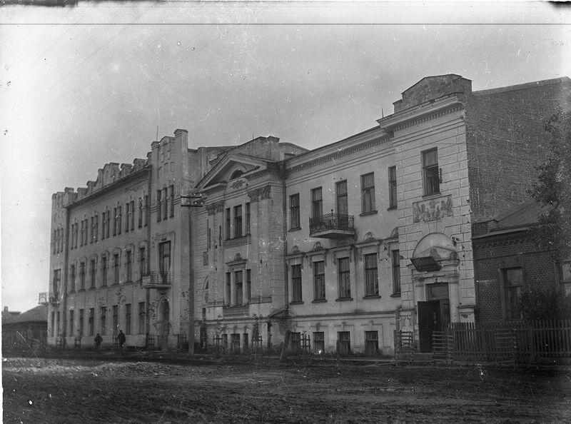 Здание Управления контроля Омской железной дороги и особняк Л.П. Голуба. Улица Декабристов, 35.  1920-е