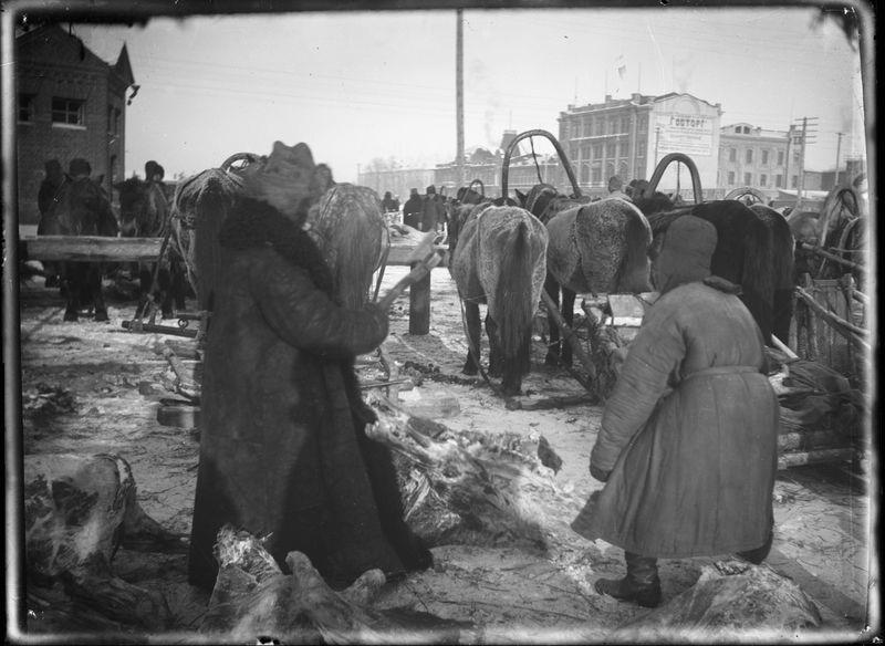 Рыночная площадь у горсовета. Торговля мясом 1920-е