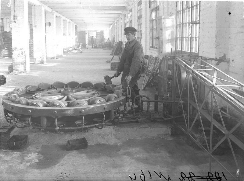 В цехе Сибзавода 1925-30