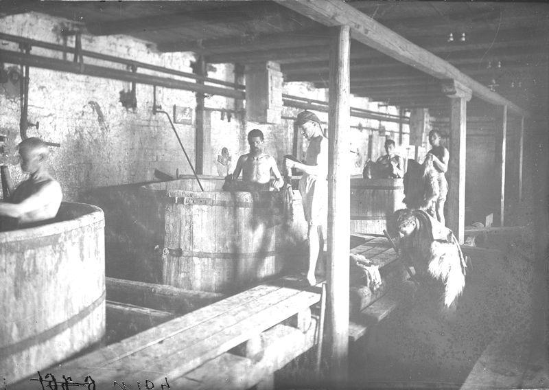 Овчинно-шубный завод. В цехе 1925-30. 2