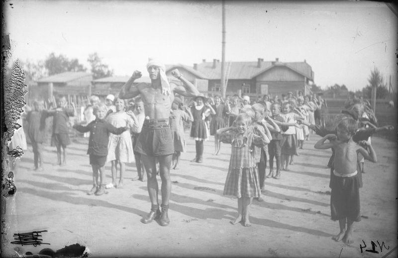 Мартынов Николай Николаевич Оздоровительная детская площадка водников.  июль 1927 г.