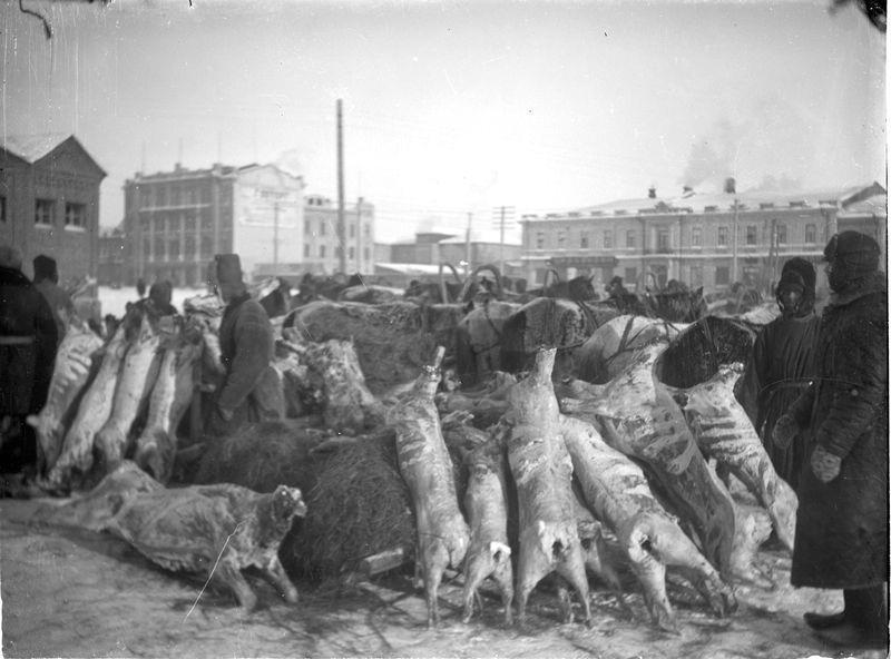 Торговля мясом на площади у горсовета 1925-30